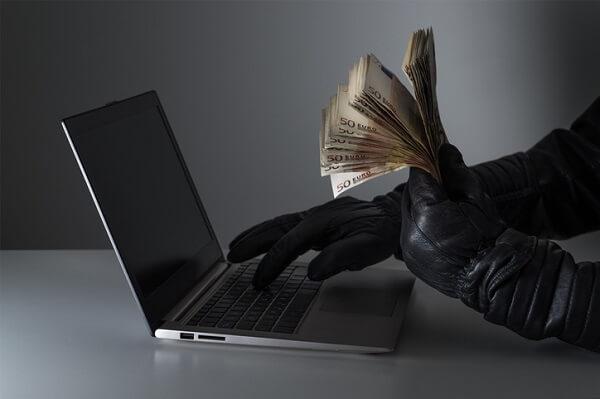 ATTENZIONE — In aumento le minacce e le truffe sul web +436%